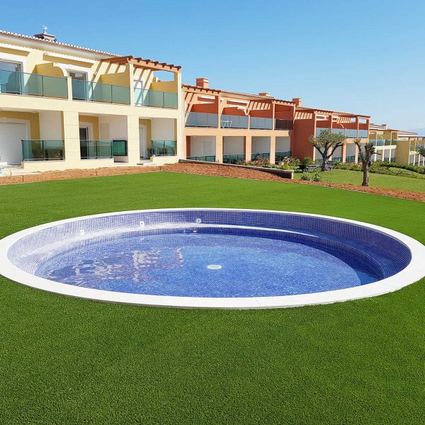 swimming-pool-and-artificial-grass